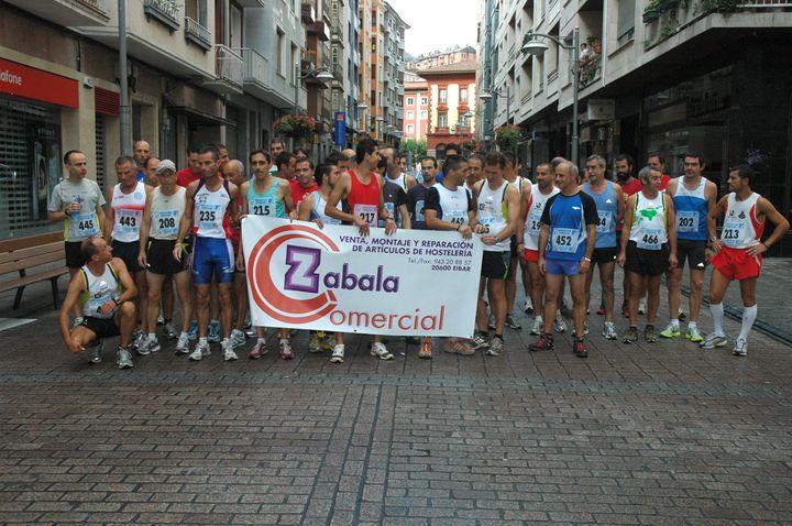 2010 eko atleten argazkia Deportibo aurrean