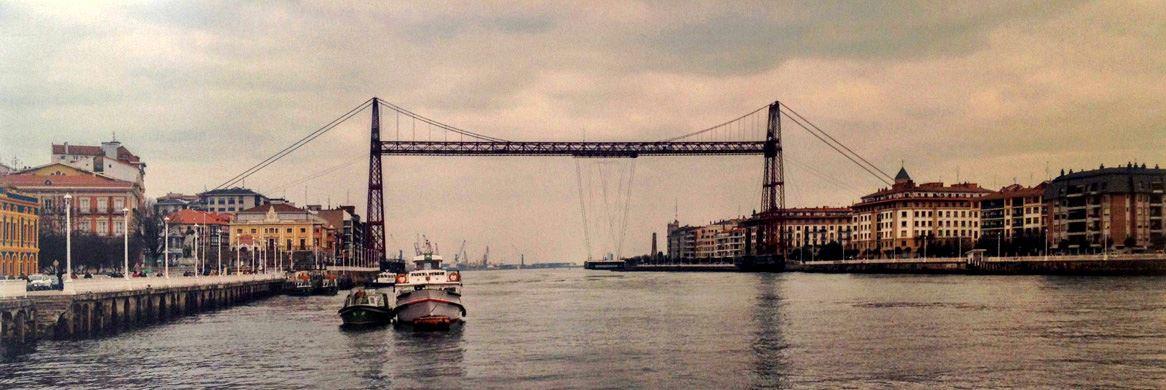 El Puente Vizcaya, Puente de Vizcaya, Puente Colgante o Puente Palacio (Bizkaiko Zubia, en euskera) es un puente transbordador de peaje, concebido, diseñado y construido por la iniciativa privada entre 1887 y 1893, que une las dos márgenes de la ría del Nervión en Viscaya, y fue inaugurado en 1893, siendo el primero de su tipología en el mundo. El puente enlaza la villa de Portugalete con el barrio de Las Arenas, que pertenece al municipio de Getxo, así como las dos márgenes de la ría de Bilbao. Su construcción se debió a la necesidad de unir los balnearios existentes en ambas márgenes de la ría, destinados a la burguesía industrial y a los turistas de finales del siglo XIX.