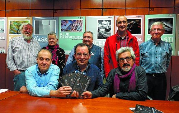 Ediciones. Presentación de Mayo Fotográfico en el Club Deportivo Eibar. Eibar. (28-4-2016). Foto: Félix Morquecho.